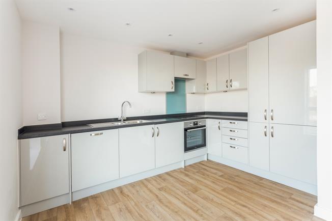 £1,050 per Calendar Month, 1 Bedroom Apartment To Rent in Shepperton, TW17