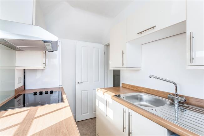 £895 per Calendar Month, 2 Bedroom Flat To Rent in Walton-on-Thames, KT12