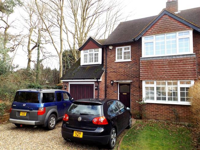 £2,095 per Calendar Month, 4 Bedroom Semi Detached House To Rent in Weybridge, KT13