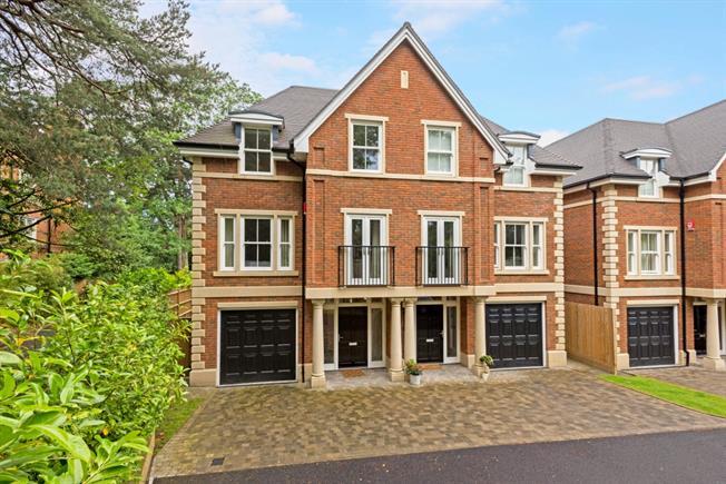 £3,850 per Calendar Month, 4 Bedroom Semi Detached House To Rent in Weybridge, KT13