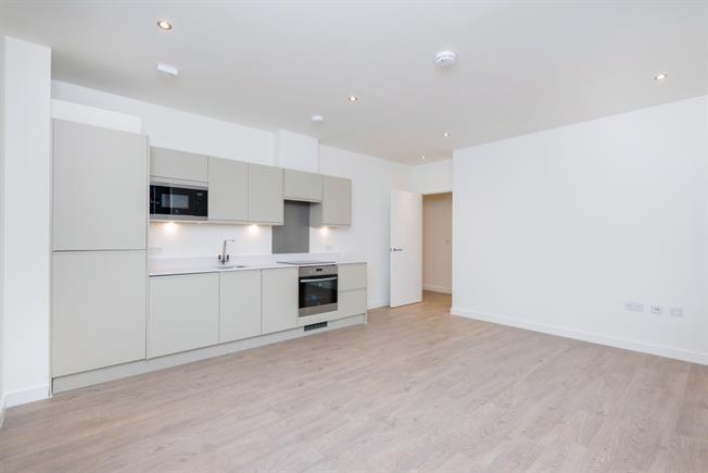 £900 per Calendar Month, 1 Bedroom Apartment To Rent in Chertsey, KT16