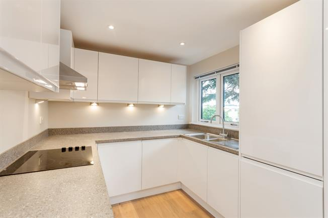 £1,025 per Calendar Month, 1 Bedroom Apartment To Rent in Shepperton, TW17