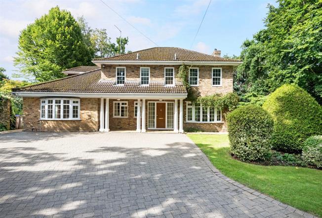 £5,000 per Calendar Month, 5 Bedroom Detached House To Rent in West Byfleet, KT14