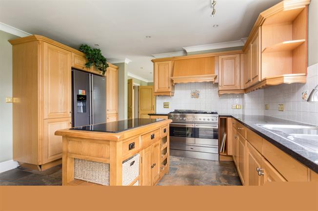 £4,250 per Calendar Month, 6 Bedroom Detached House To Rent in Woking, GU22