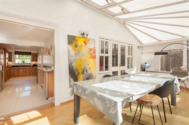 £2,800 per Calendar Month, 4 Bedroom Detached House To Rent in Weybridge, KT13