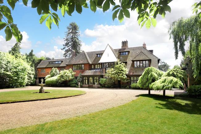 £18,000 per Calendar Month, 6 Bedroom Detached House To Rent in Weybridge, KT13