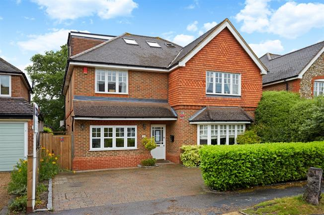 £4,000 per Calendar Month, 5 Bedroom Detached House To Rent in Walton-on-Thames, KT12