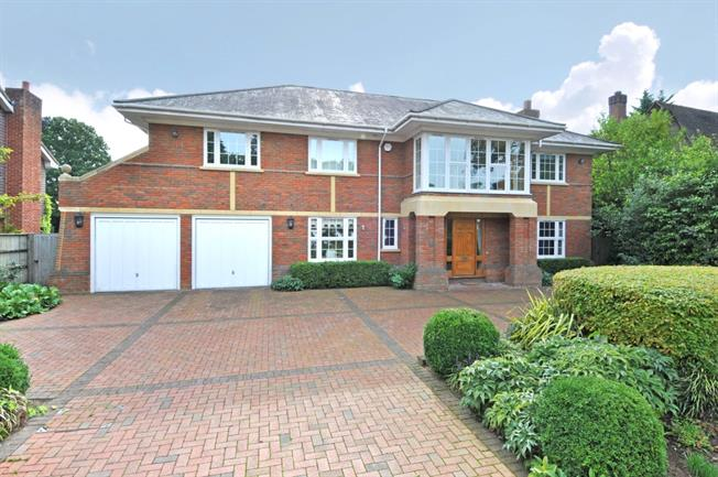 £5,000 per Calendar Month, 5 Bedroom Detached House To Rent in Walton-on-Thames, KT12