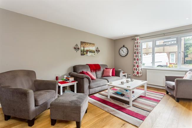 £2,250 per Calendar Month, 5 Bedroom Semi Detached House To Rent in Weybridge, KT13