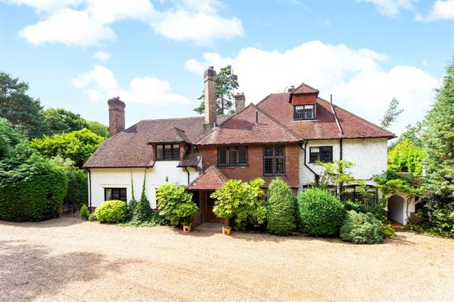 £5,500 per Calendar Month, 6 Bedroom Detached House To Rent in Weybridge, KT13