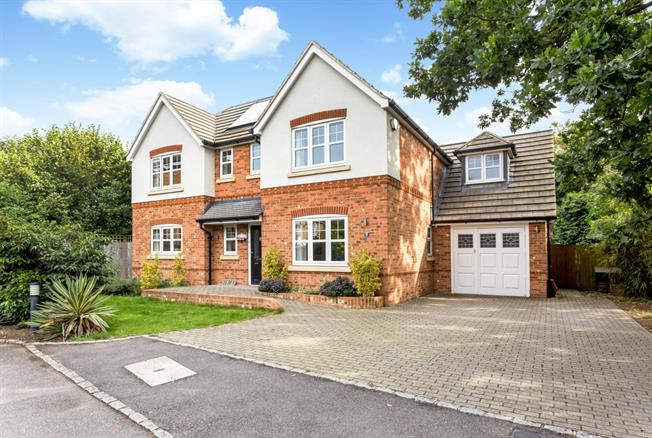 £3,500 per Calendar Month, 5 Bedroom Detached House To Rent in Sunbury-on-Thames, TW16