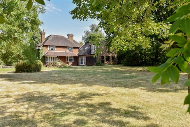 £4,000 per Calendar Month, 5 Bedroom Detached House To Rent in Hildenborough, TN11