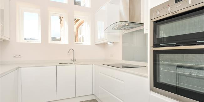 £1,900 per Calendar Month, 2 Bedroom Mews House To Rent in Sevenoaks, TN13