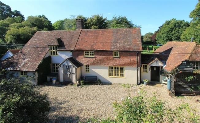 £2,950 per Calendar Month, 4 Bedroom Detached House To Rent in Edenbridge, TN8