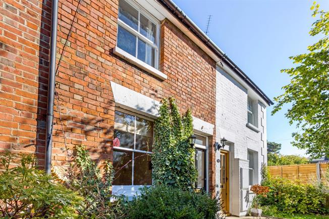 £1,195 per Calendar Month, 2 Bedroom House To Rent in Sevenoaks, TN13