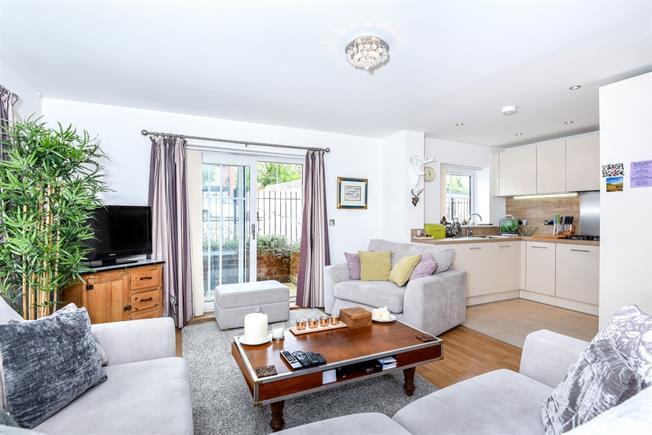 £1,200 per Calendar Month, 2 Bedroom Apartment To Rent in Dunton Green, TN14