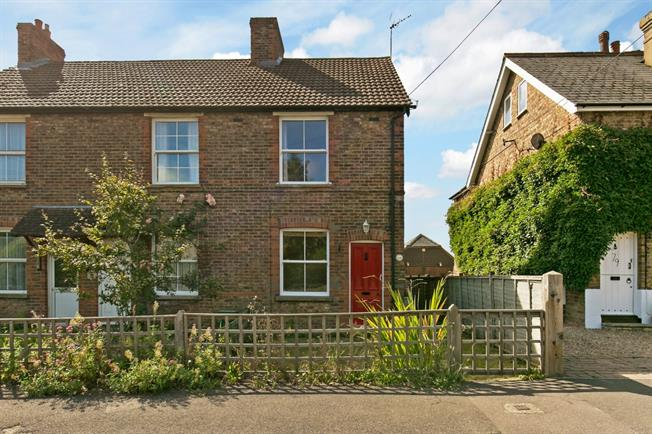 £995 per Calendar Month, 2 Bedroom Cottage House To Rent in Kent, TN15