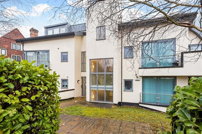 £1,800 per Calendar Month, 2 Bedroom Penthouse To Rent in Sevenoaks, TN13