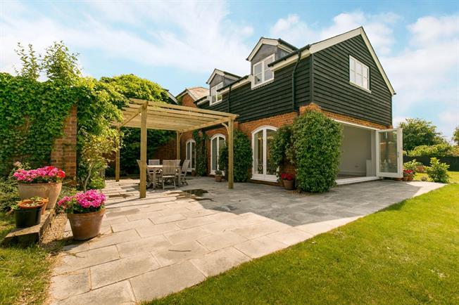 £3,750 per Calendar Month, 4 Bedroom House To Rent in Sevenoaks, TN15