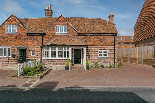 £2,250 per Calendar Month, 3 Bedroom House To Rent in Sevenoaks, TN14