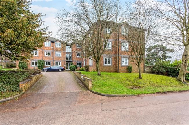 £1,300 per Calendar Month, 3 Bedroom Flat To Rent in Sevenoaks, TN13