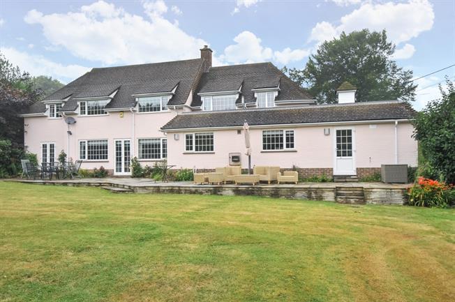 £2,895 per Calendar Month, 4 Bedroom Detached House To Rent in Sevenoaks, TN14