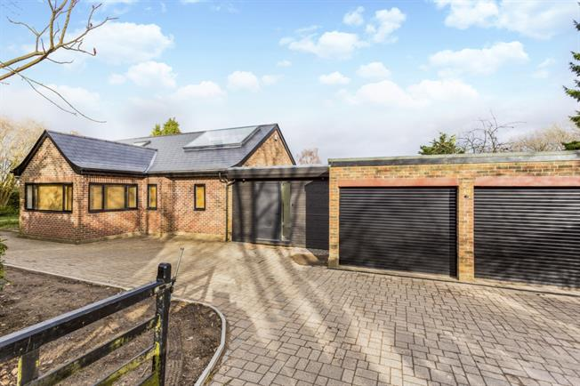 £3,495 per Calendar Month, 4 Bedroom Detached House To Rent in Sevenoaks, TN14