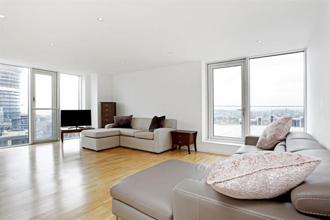 £3,466  per Calendar Month (Calculated), 2 Bedroom Apartment To Rent in London, E14