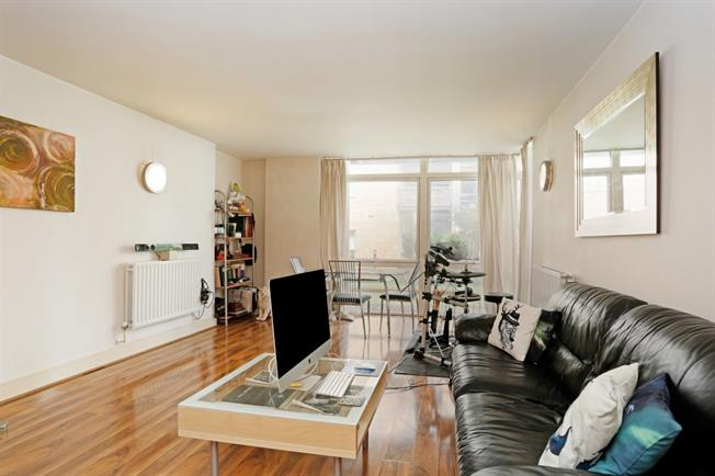 £1,581  per Calendar Month (Calculated), 1 Bedroom Apartment To Rent in London, E14