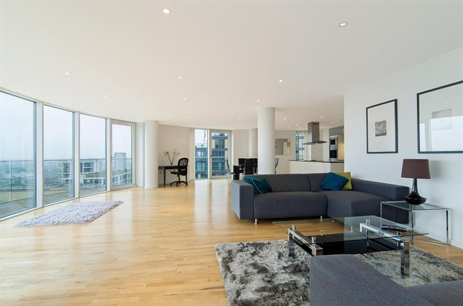 £4,225  per Calendar Month (Calculated), 3 Bedroom Apartment To Rent in London, E14