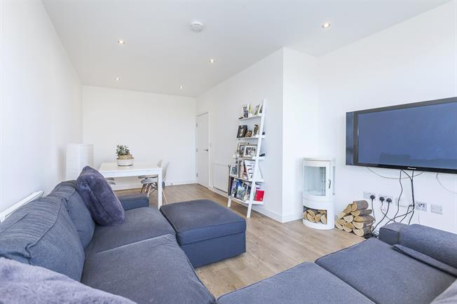 £2,600  per Calendar Month (Calculated), 3 Bedroom Penthouse To Rent in London, E3