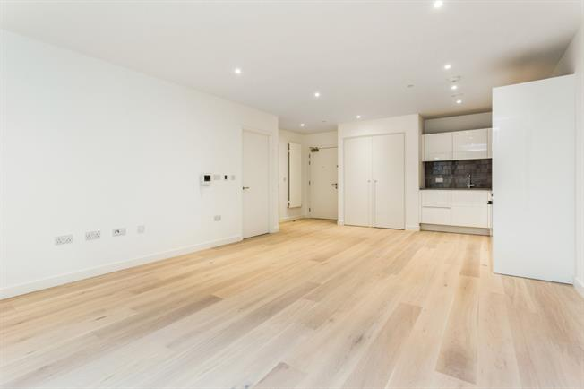 £1,400 per Calendar Month, 1 Bedroom Apartment To Rent in London, E16