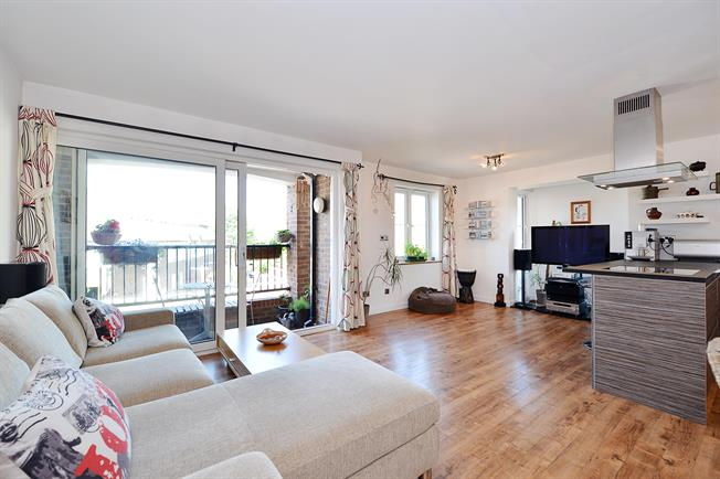 £1,733  per Calendar Month (Calculated), 2 Bedroom Apartment To Rent in London, E14