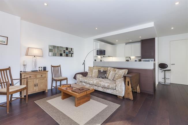 £3,640  per Calendar Month (Calculated), 2 Bedroom Apartment To Rent in London, E14