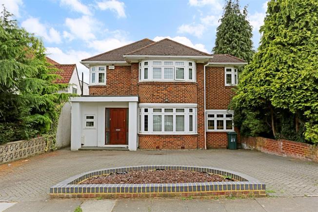 £3,500 per Calendar Month, 5 Bedroom Detached House To Rent in Edgware, HA8