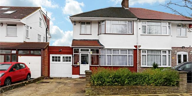 £1,800 per Calendar Month, 3 Bedroom House To Rent in Stanmore, HA7