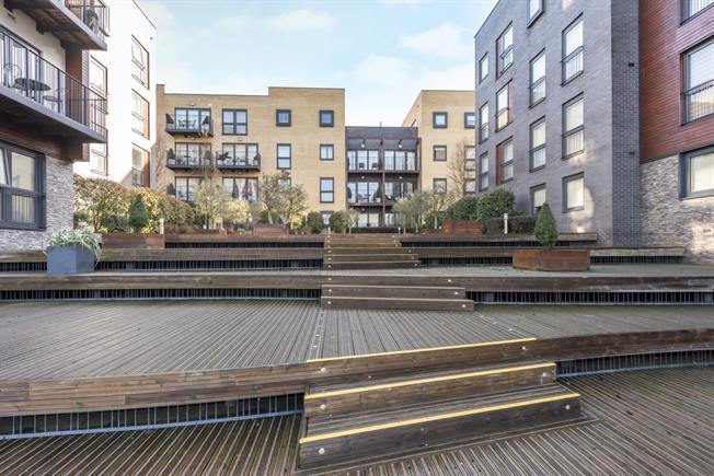 £1,700 per Calendar Month, 2 Bedroom Flat To Rent in Stanmore, HA7