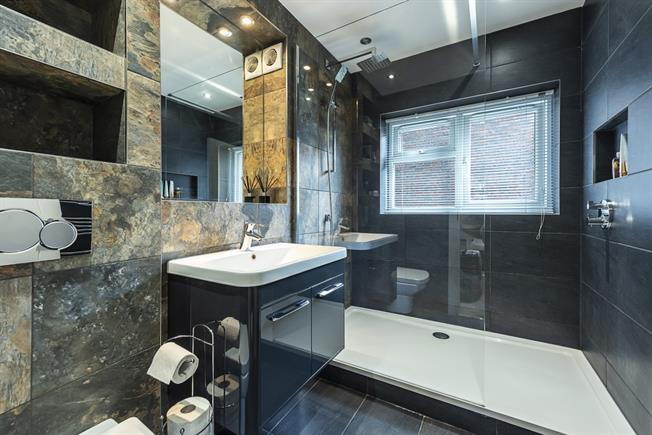 £1,650 per Calendar Month, 2 Bedroom Flat To Rent in Edgware, HA8