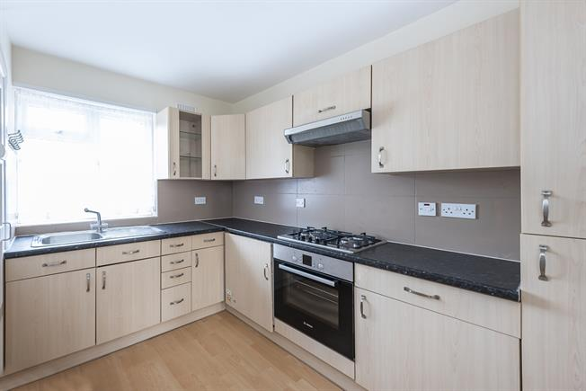 £1,300 per Calendar Month, 2 Bedroom Flat To Rent in Stanmore, HA7