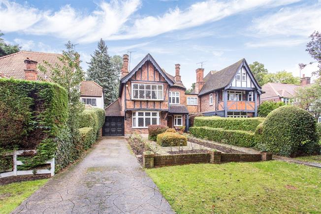 £3,250 per Calendar Month, 4 Bedroom Detached House To Rent in Edgware, HA8