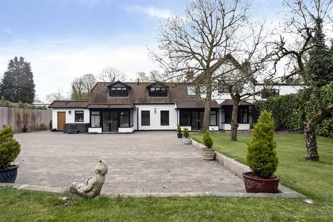 £6,500 per Calendar Month, 6 Bedroom House To Rent in Stanmore, HA7