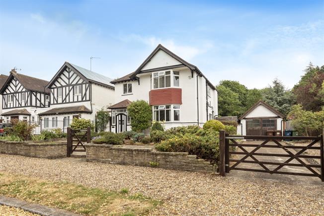 £2,600 per Calendar Month, 4 Bedroom Detached House To Rent in Harrow, HA3