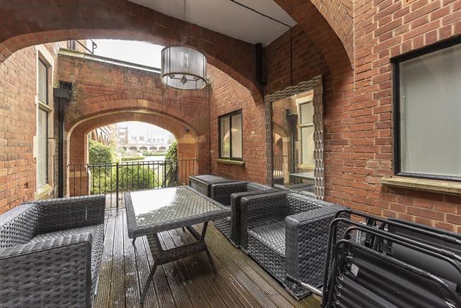 £2,300 per Calendar Month, 2 Bedroom Semi Detached House To Rent in Bushey, WD23