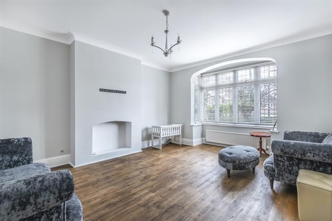 £4,000 per Calendar Month, 6 Bedroom House To Rent in London, N20