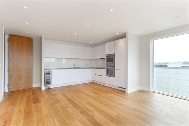 £1,600 per Calendar Month, 2 Bedroom Apartment To Rent in London, N20