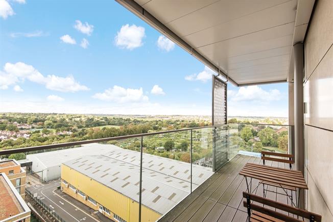 £1,725 per Calendar Month, 2 Bedroom Apartment To Rent in London, N20