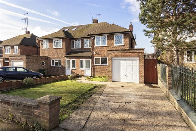 £2,200 per Calendar Month, 3 Bedroom Semi Detached House To Rent in London, N11