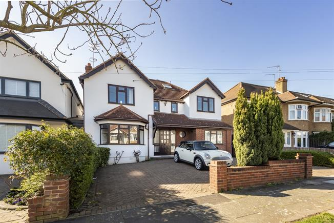 £3,750 per Calendar Month, 4 Bedroom Detached House To Rent in London, N20