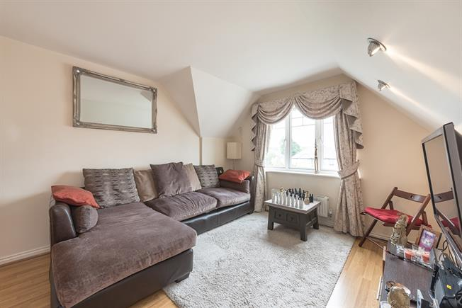 £2,600  per Calendar Month (Calculated), 2 Bedroom Flat To Rent in London, NW4