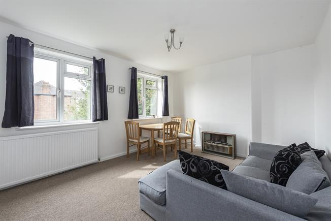 £1,250 per Calendar Month, 2 Bedroom Flat To Rent in London, N12